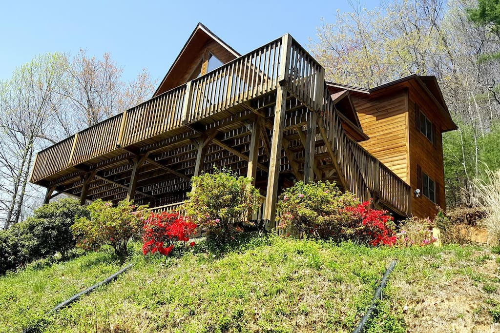 Waterfalls rd cabin close to downtown blowing rock for Boone ski cabin rentals