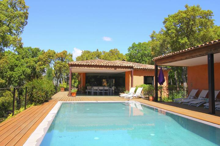 Spacious Villa in Le Plan-de-la-Tour with Pool