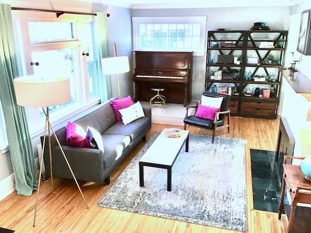 Exec Home, New &Near Downtown, Uptown, Lakes, MSP!