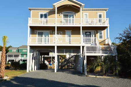 "*Sand Happens"" on Canal w/Private Dock!! Handicap Friendly! 2 living spaces HOT TUB - Holden Beach - Casa"