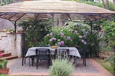 elegante appartamento con giardino e terrazzo