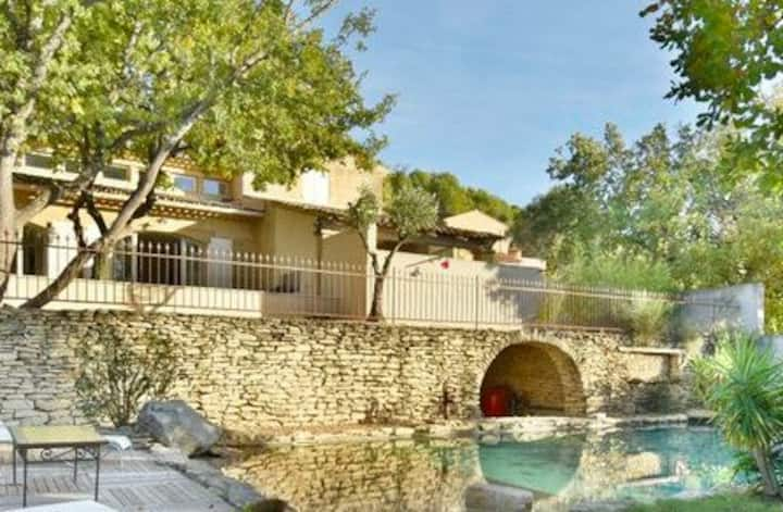 Charming Provencal Mas with pool by Taillades, close to Cavaillon in the Luberon, sleeps 6.