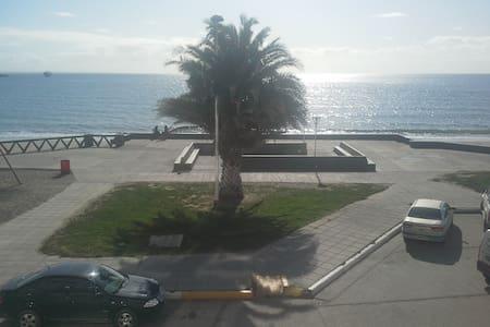 Departamento céntrico frente al mar