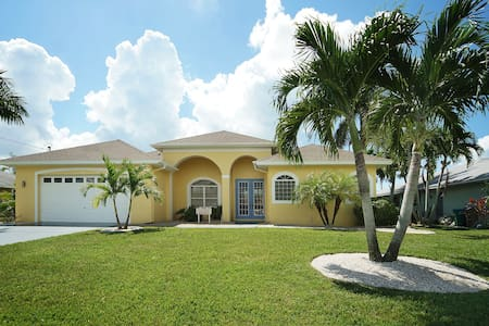 Villa Seven Palms: 3bed/3bath w/ south facing pool - Cape Coral - Casa