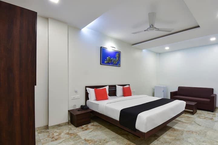 1 BR Splendid Stay In Rakshak Nagar