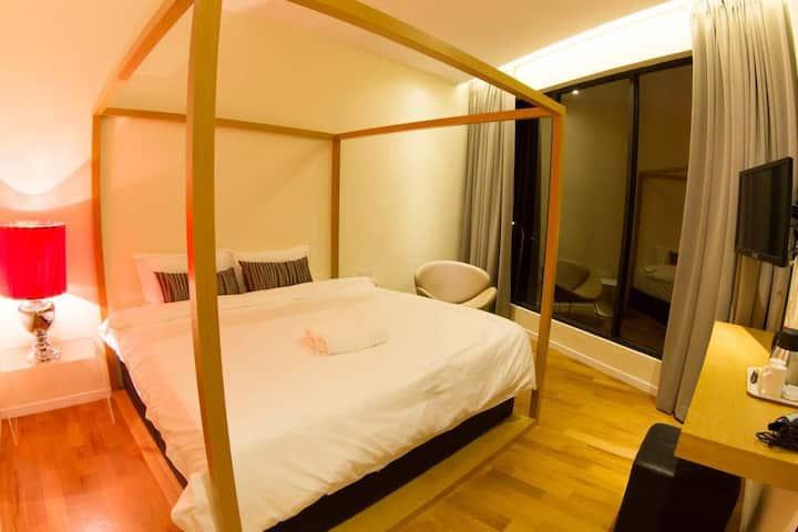 Deluxe King Suite in Mood Hotel