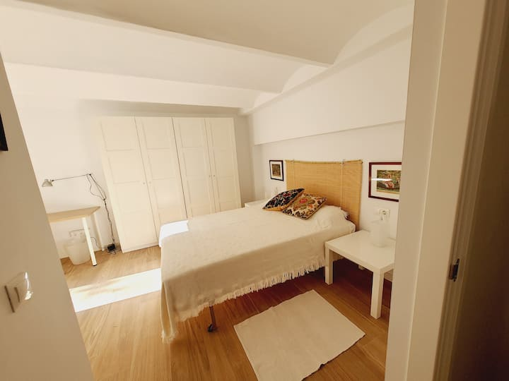 CENTRIC ROOM WITH PRIVATE BATHROOM AND TERRACE