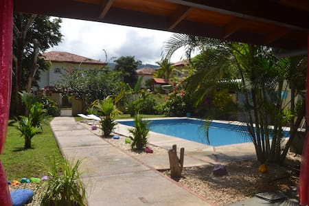 Petite Casa Lili Bed & Breakfast - Herradura - Bed & Breakfast