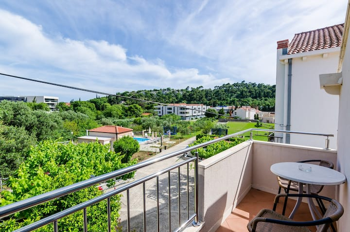 Apartments Mali Paradiso - Two Bedroom Apartment with Balcony and Pool View