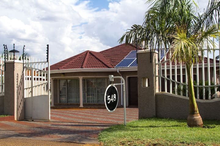 Cozy Home in Westgate with upgraded solar power