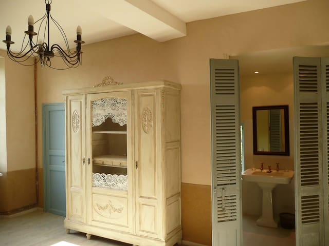 Twin room-Ensuite with Shower-Compostelle