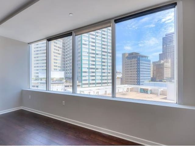 Quiet Condo In The Heart Of Downtown
