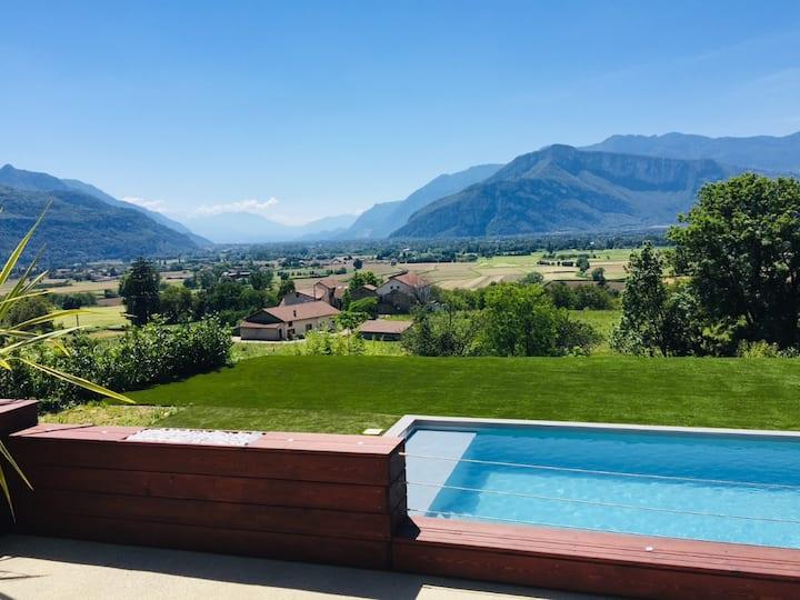 Chambre + SDB privée dans belle villa avec piscine