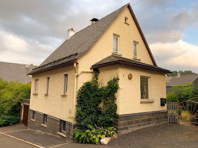Ferienhaus in Alleinlage mit eingezäunten Garten
