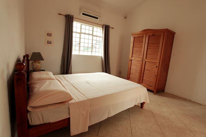 Bedroom 2 - Chambre 2