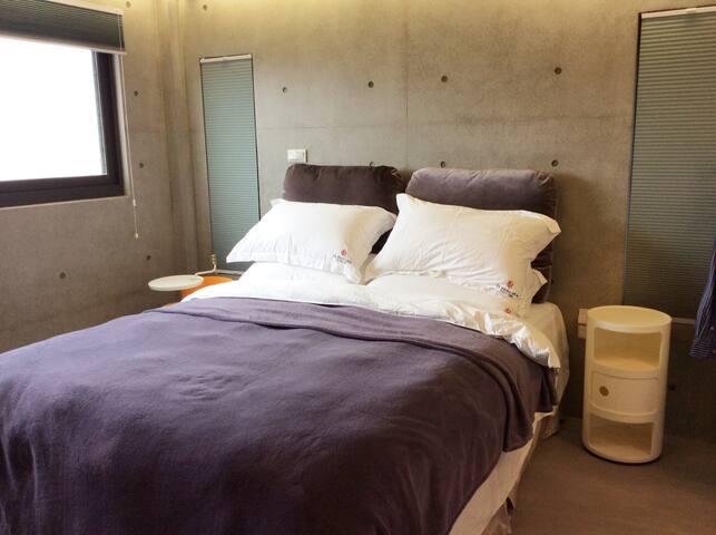 臥室1(一樓左側)