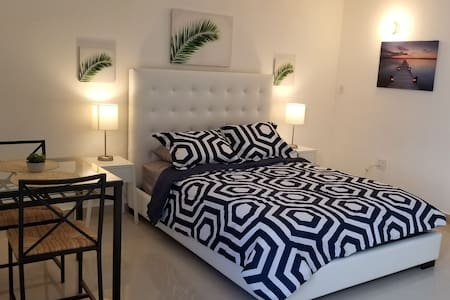 Cozy Studio in Isla Verde. Walk to the beach!
