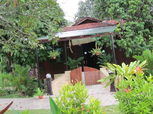 Dayung Lodge (AKA Laman Dayung) - Rawang - Chatka