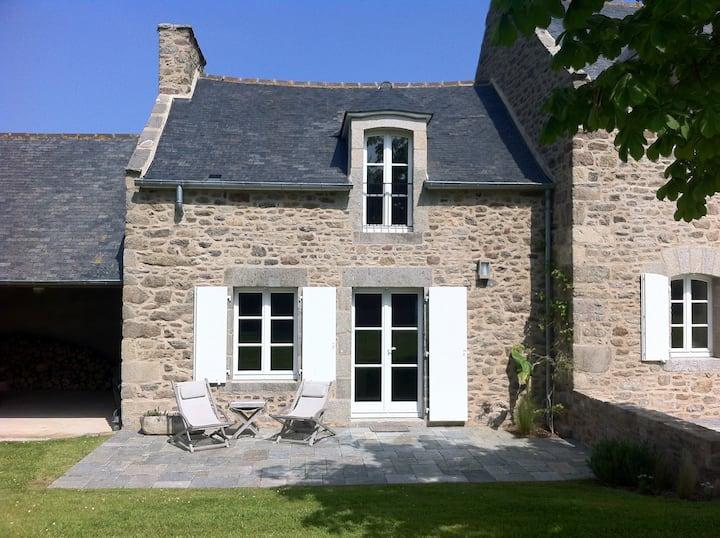 Le Petit Tertre -Cosy house with garden St Lunaire