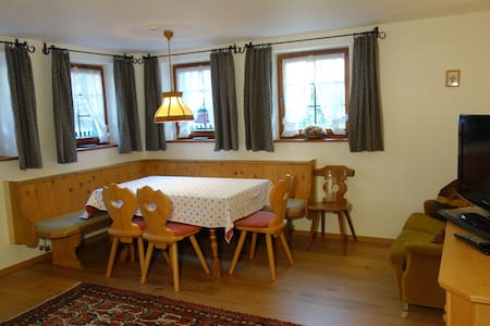 Tyrol. Arlberg apartment for 4-5 - Pettneu am Arlberg