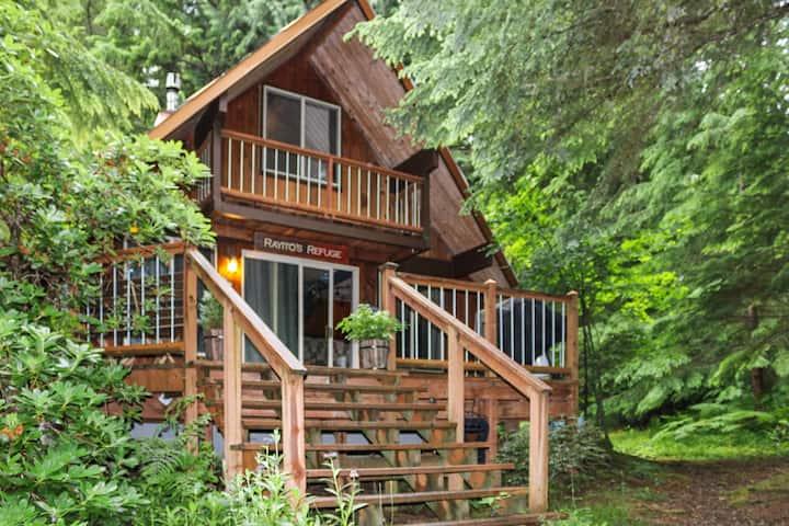 Rainier Cabin-Hot Tub/Sauna & Wood Stove