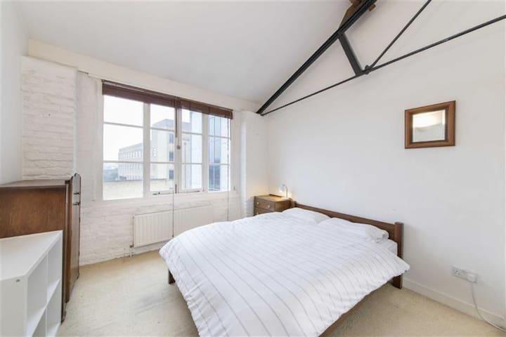 Double Room in Hackney Loft Apartment