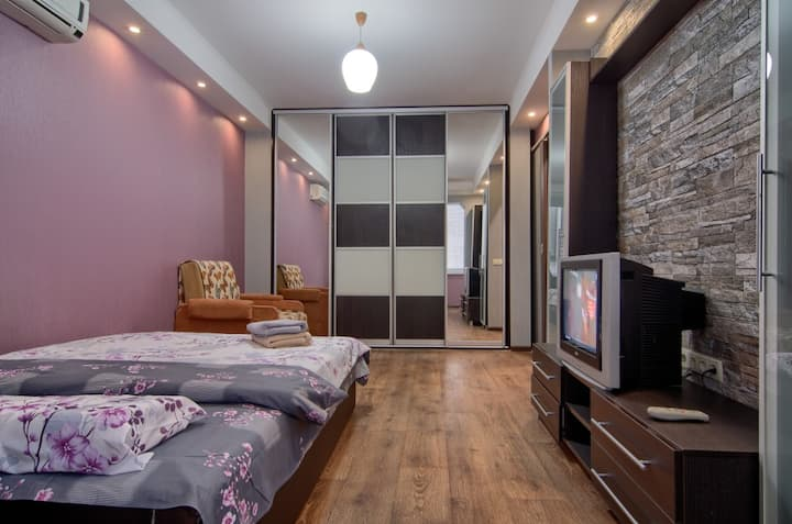 recently renovated apartment 5 min from metro