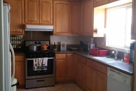 One bedroom w/shared bath-near UCSD - San Diego