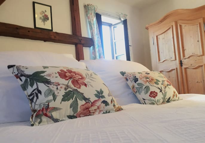 Beautiful Countryside Apartment w/ Heavenly Garden