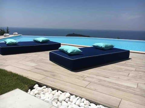 Villa de lujo Blue&Blanc isla con piscina infinita