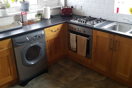 By the sea. Friendly host, easy access to Brighton