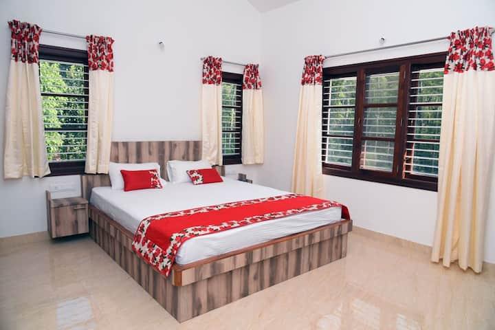 The Plantation Bungalow - Cozy Room