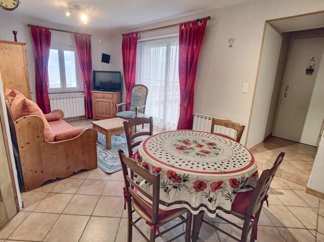 Salon et table de cuisine