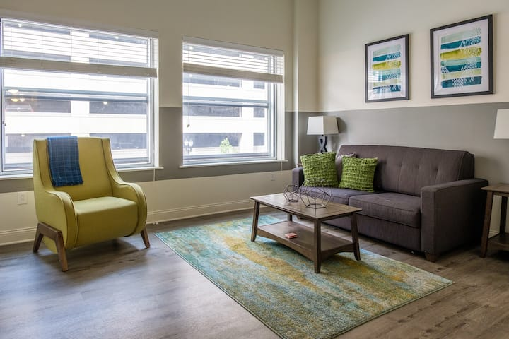 Cozy 1BR in Heart of Downtown