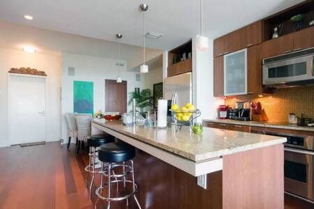 Centrally Located! Channelside,Port,Downtown Tampa - Tampa - Condominium