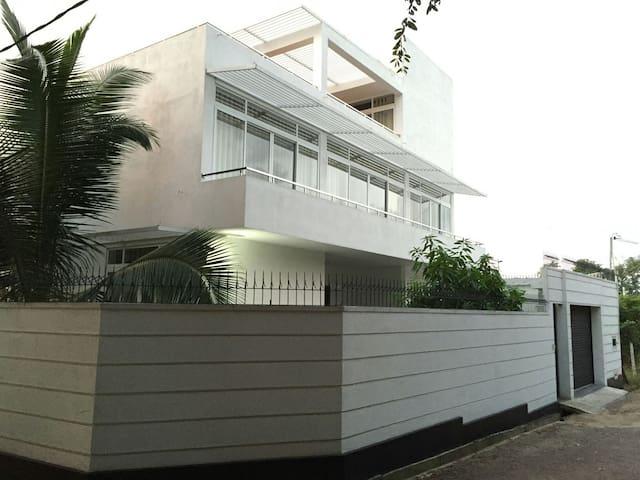 CeeJay Residence, beautiful villa close to Colombo