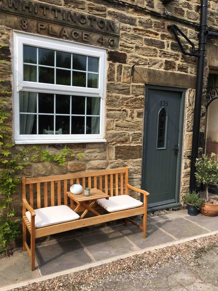 Peaceful Little Cottage in Old Whittington