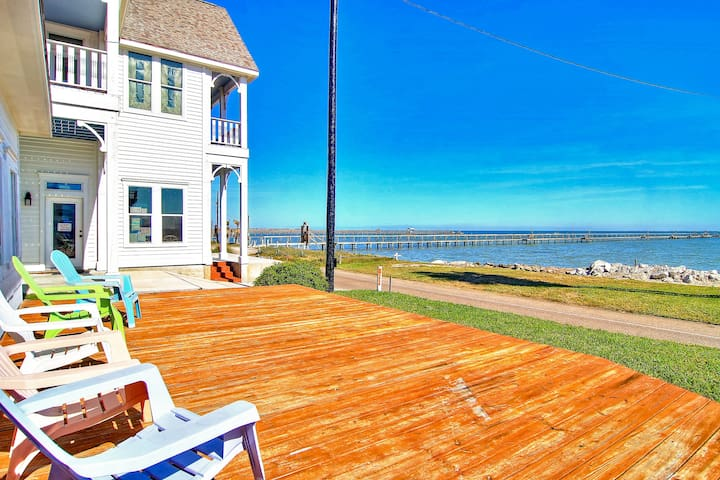 Historical Waterfront Cottage! Private 20 foot pier! Amazing water views