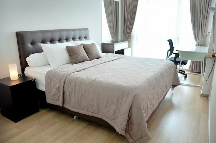The master bedroom has a king size bed, TV, desk and make-up table with mirror suitable and night lamps to keep you comfort.  The bathroom is located at the other end for your convenience.