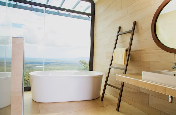 Amazing views  while soaking in the bathtub