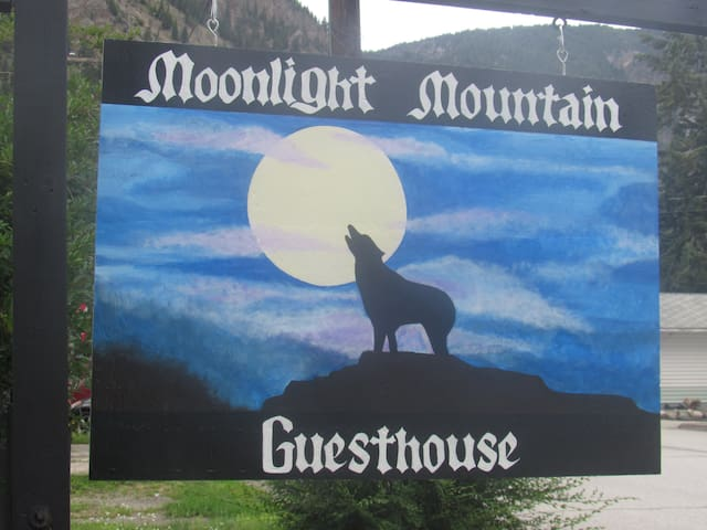 Moonlight Mountain Guest House