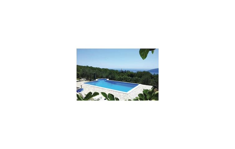 Holiday cottage with 3 bedrooms on 137 m² in Herceg Novi