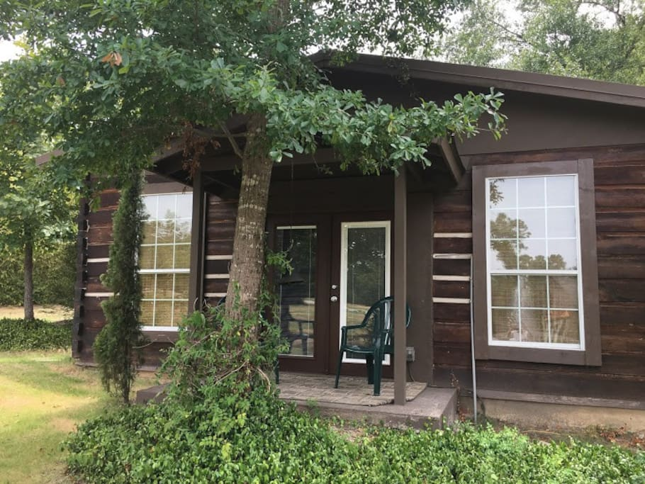 Cabin in the woods cottages for rent in college station for Texas cabins in the woods