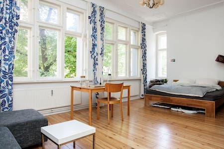Beautiful Large Room in heart of Neukölln - Berlín