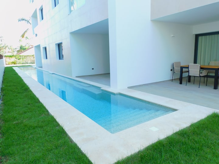 Luxury Brand new Apartment with swim up pool. Pool Garden A101