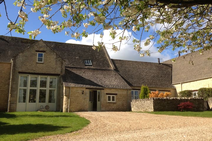 Charming Cotswold home in beautiful countryside