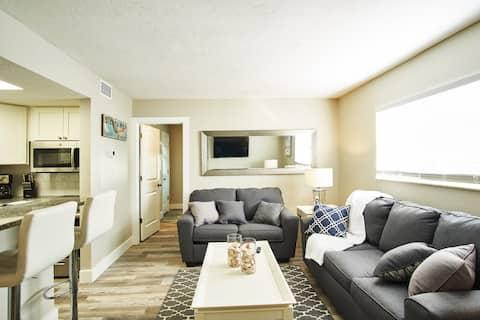 Siesta Key Village Suite 1: a block to the beach!