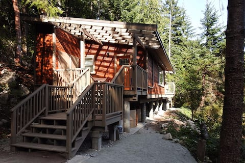 Finn Bay Farm Retreat - Blue Jay Cottage