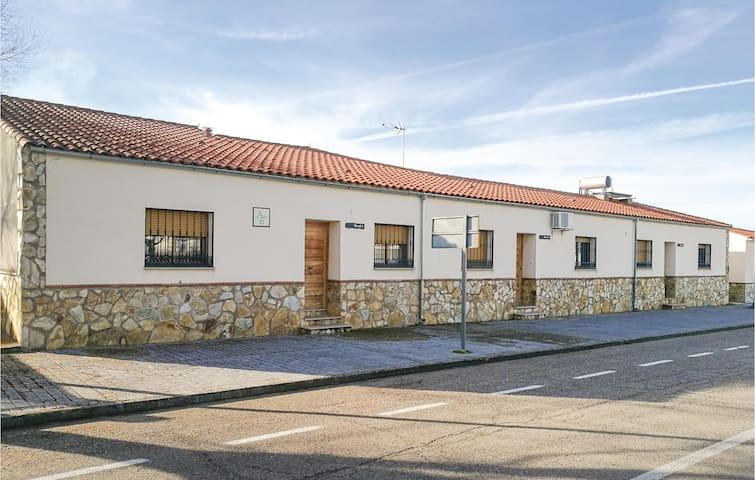 Semi-Detached with 1 bedroom on 60m² in Zarza de Montánchez