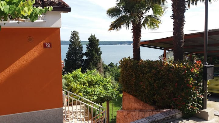 Spacious apartment in Portorse close to the beach